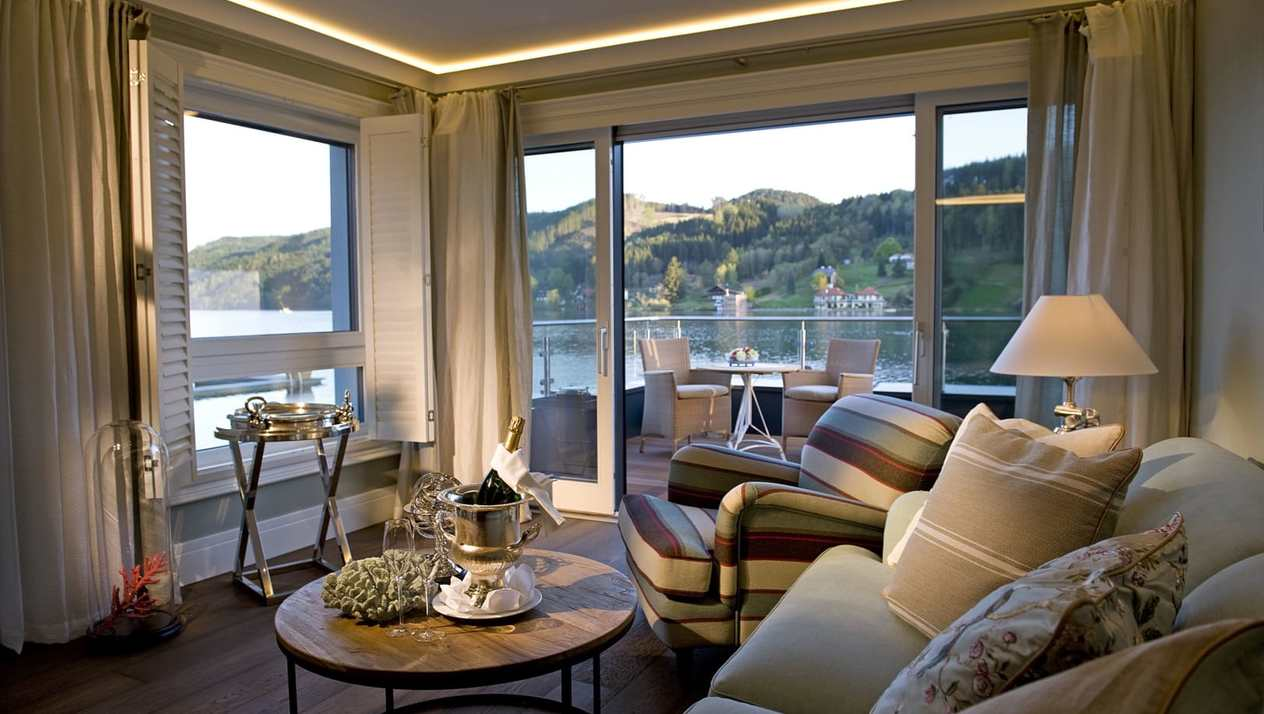 "Luxury boat house suite ""Riva"""